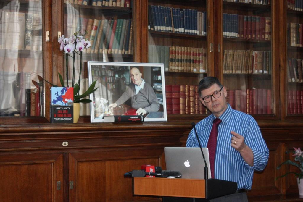 Dr Larry Watts despre Oaia alba in turma neagra Razboiul Rece
